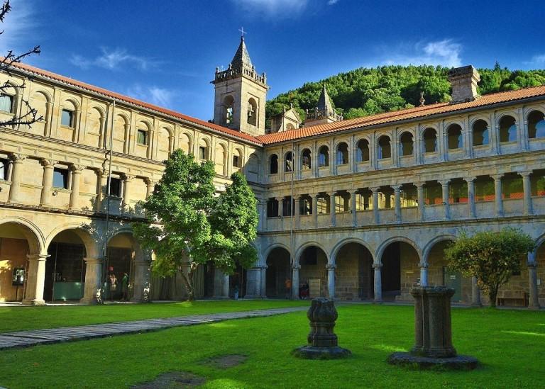 Claustro dos Bispos do Mosteiro de Santo Estevo de Ribas de Sil