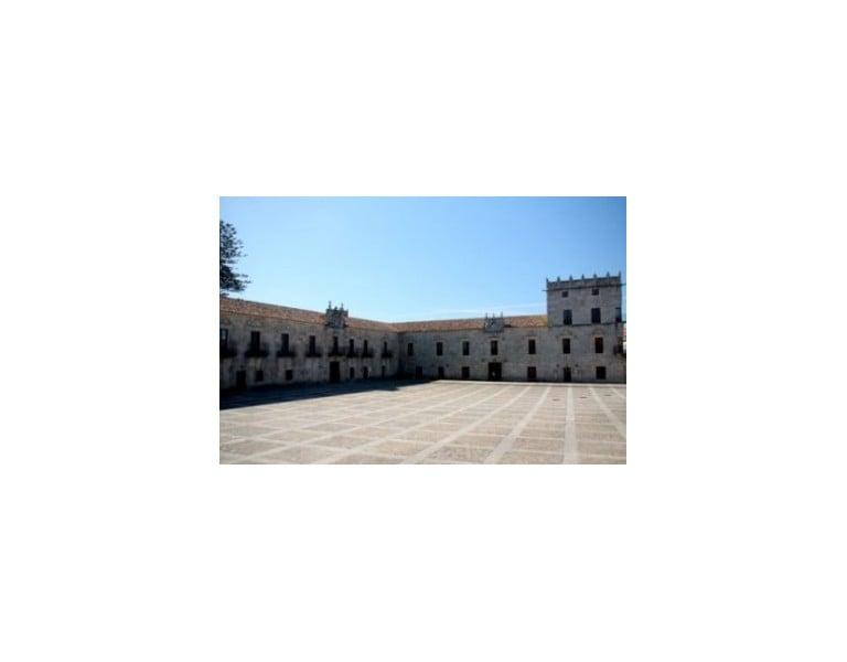 Plaza Fefiñáns